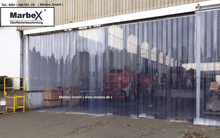 Hallenabtrennung Vorhang Transparent in der Industrie gegen Zugluft, Kälte, Wind aus transparenten Streifen